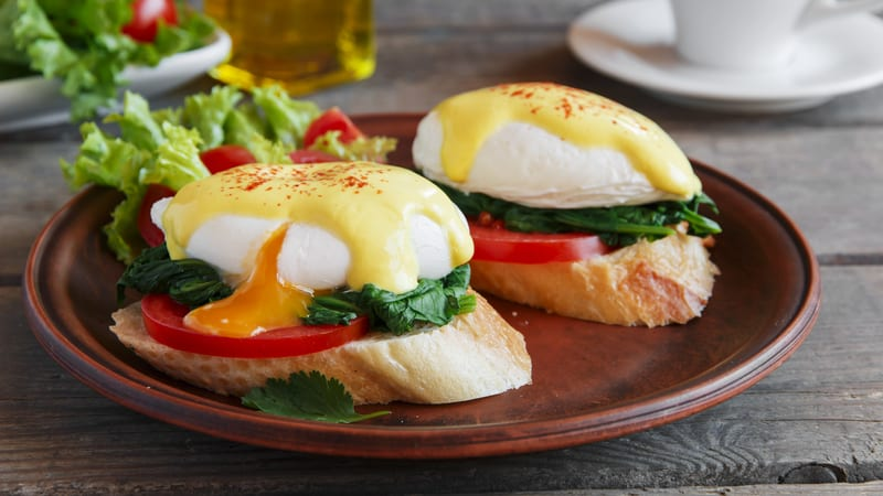 Kale and tomato eggs benedict recipe