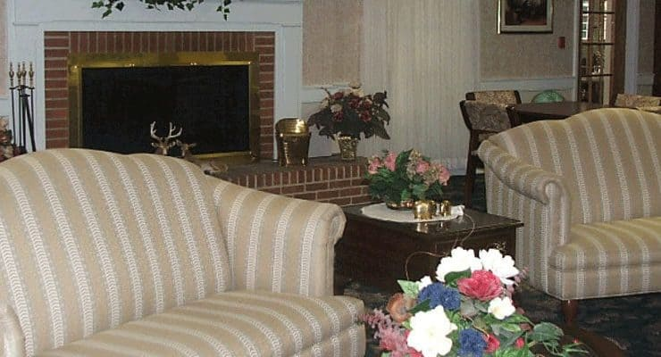 Colonial Heights and Gardens Living Room