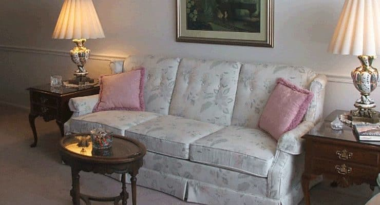 Colonial Heights and Gardens Sitting Room