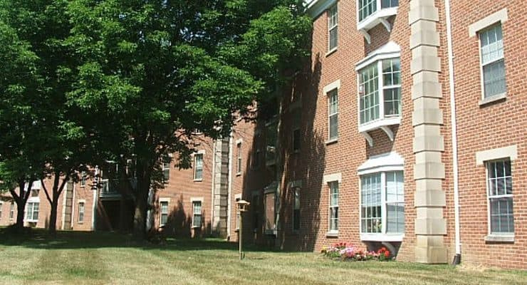 Colonial Heights and Gardens Building