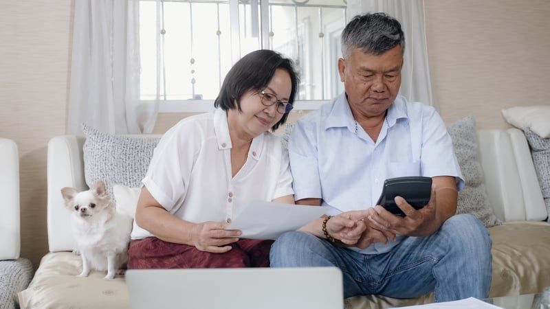 Senior couple trying to figure out if they can get financial aid for assisted living