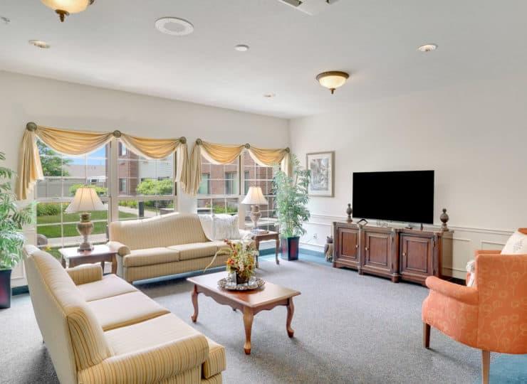 Rittenhouse Village at Portage community living room