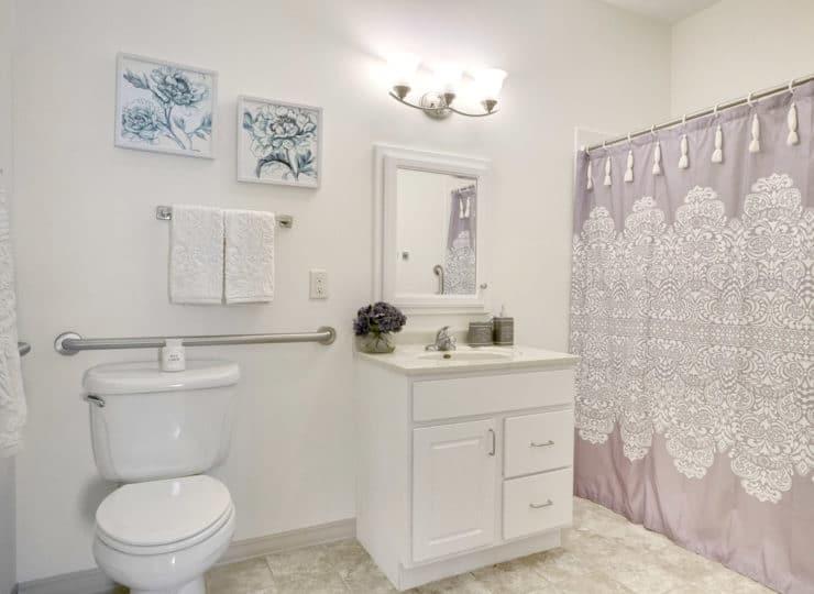 Rittenhouse Village at Valparaiso bathroom