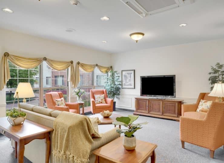 Rittenhouse Village at Valparaiso community living room